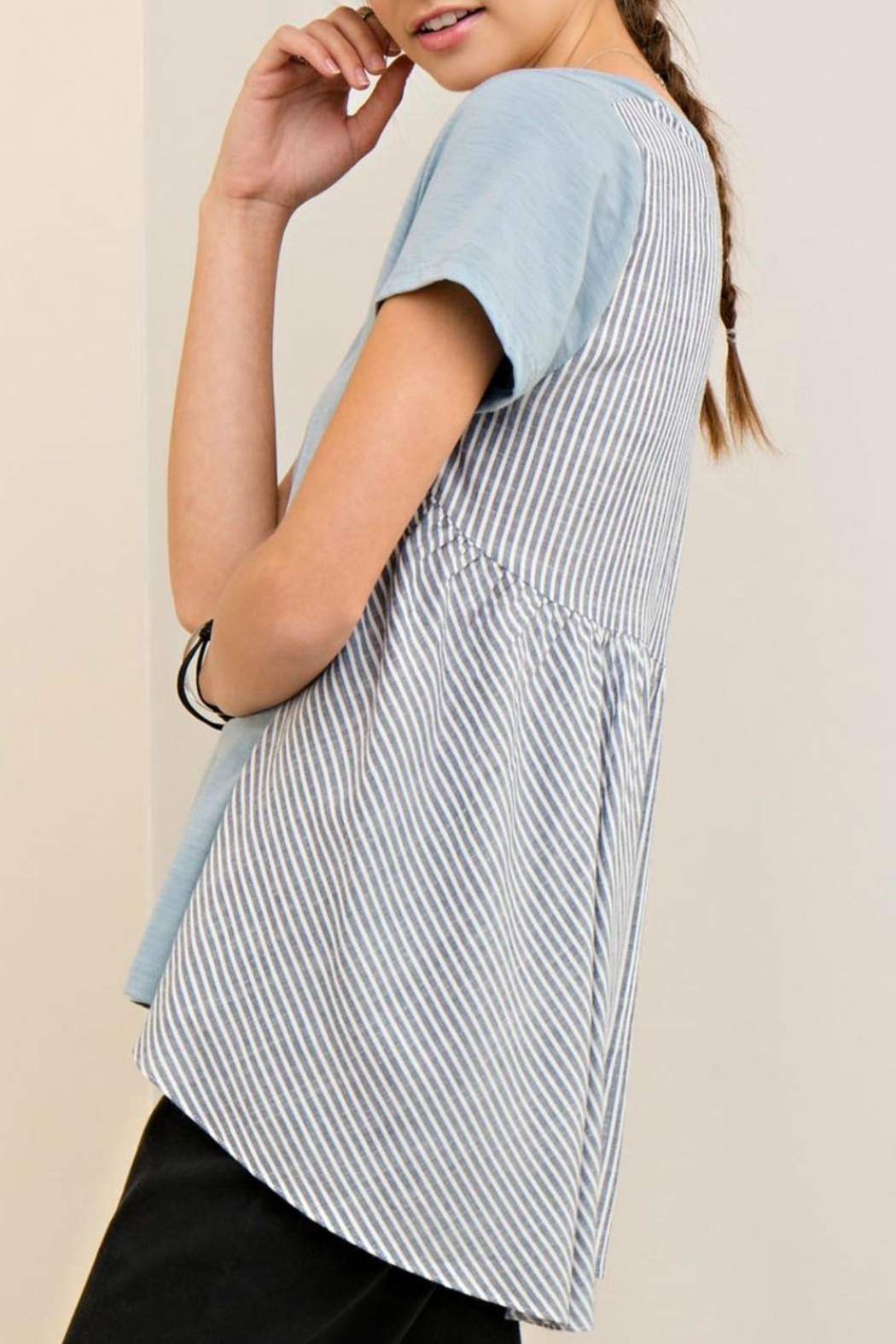 Entro High Low Stripe Tee - Side Cropped Image