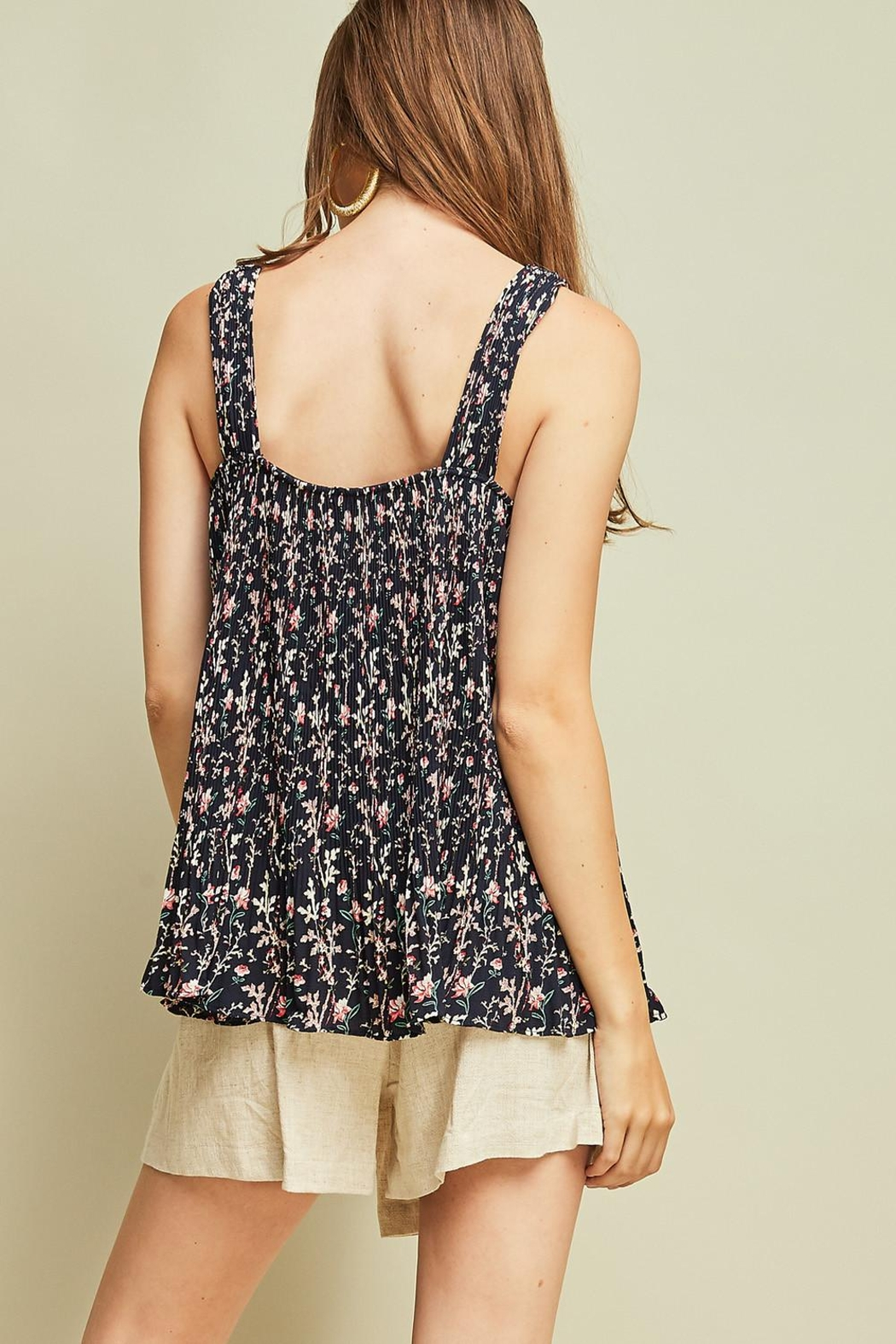 Entro Printed Pleated Top - Side Cropped Image