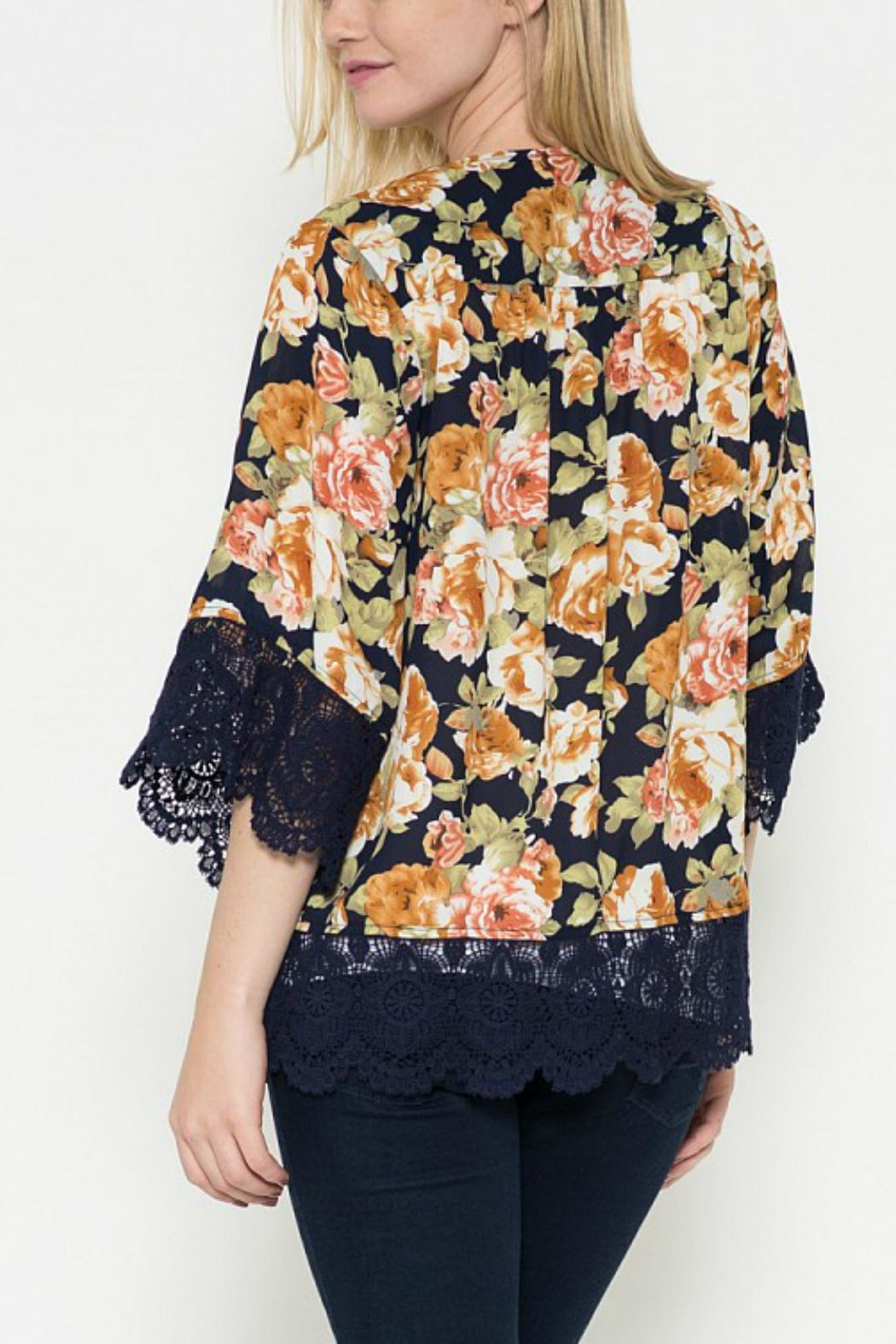 Esley Collection Floral Print Cardigan - Side Cropped Image