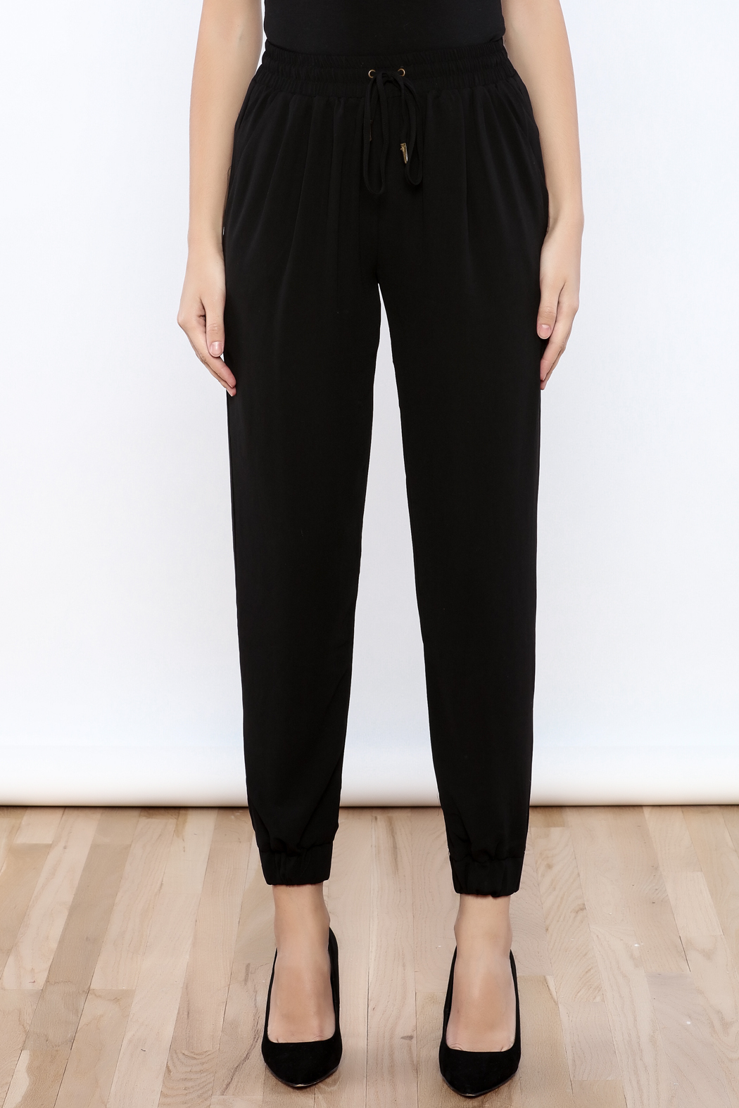 essue Crepe Joggers - Side Cropped Image