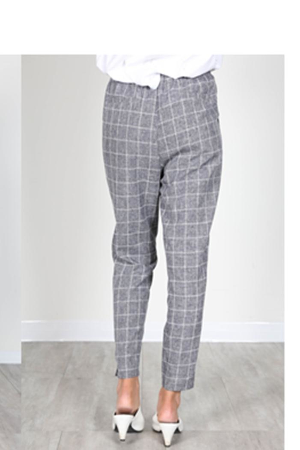 essue Grey Check Trousers - Side Cropped Image