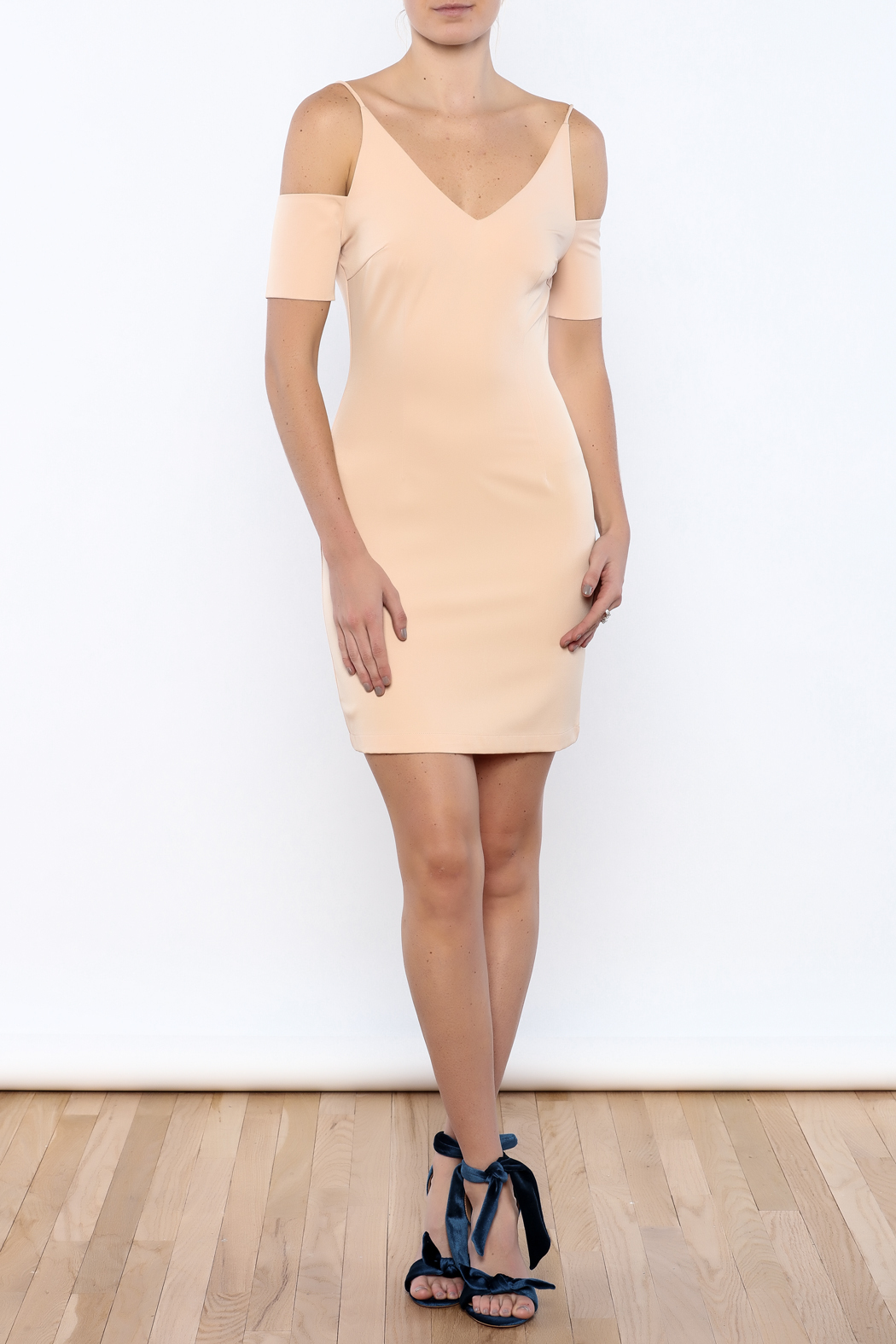 essue The Sleeve Dress - Front Full Image