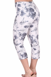 Ethyl Printed Jaquard Capri - Front full body