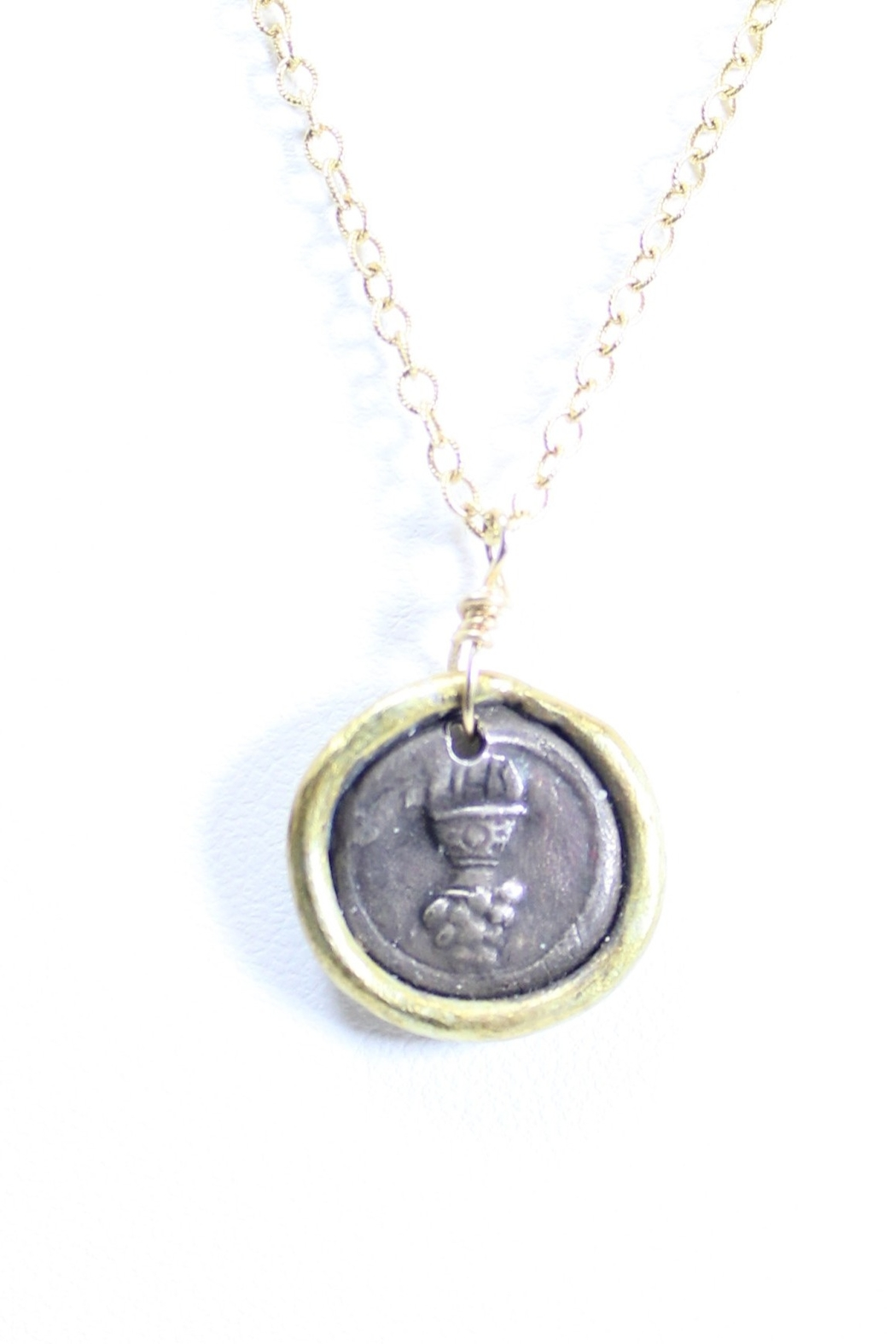 The Birds Nest EUCHARIST FIRST COMMUNION NECKLACE - 8.5 INCH CHAIN - Front Full Image
