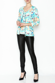 Eva & Claudi Floral Zip Top - Side cropped
