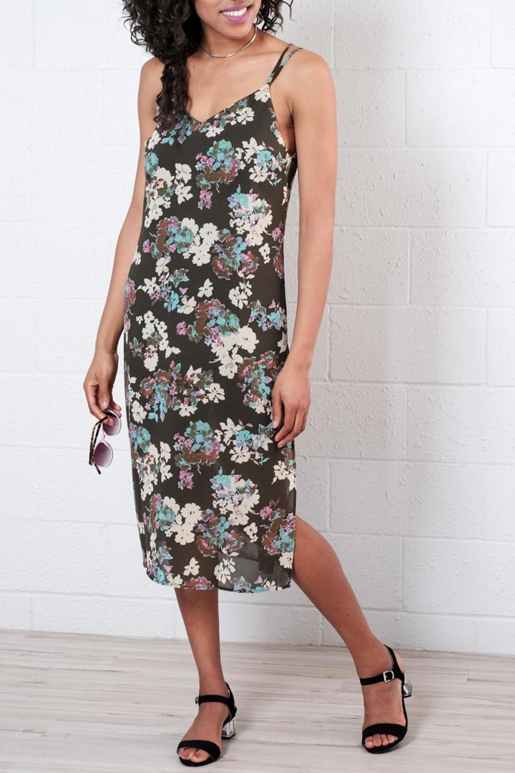 Everly Floral Midi Dress - Front Cropped Image