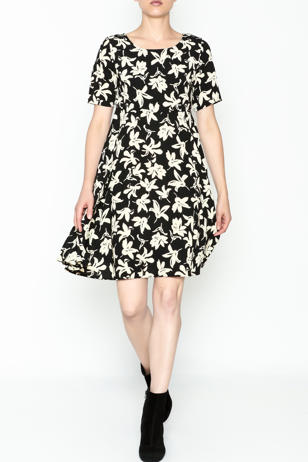 Everly Terri Floral Shift Dress - Side Cropped Image