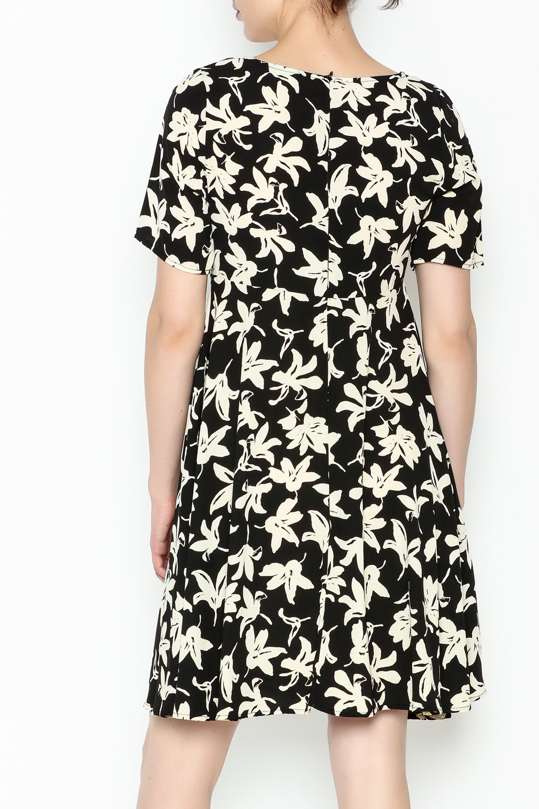 Everly Terri Floral Shift Dress - Back Cropped Image