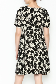 Everly Terri Floral Shift Dress - Back cropped