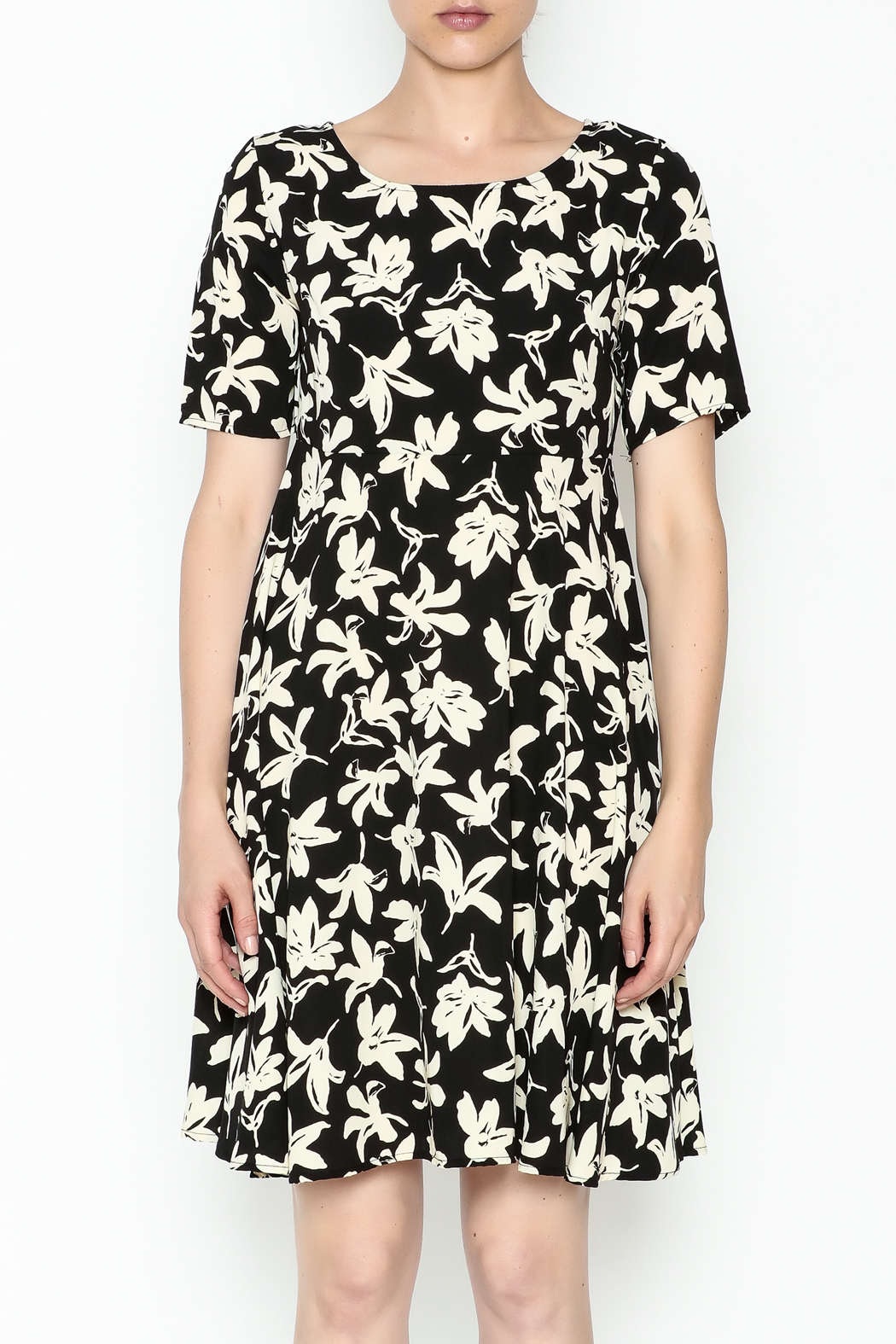 Everly Terri Floral Shift Dress - Front Full Image