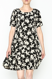 Everly Terri Floral Shift Dress - Front cropped