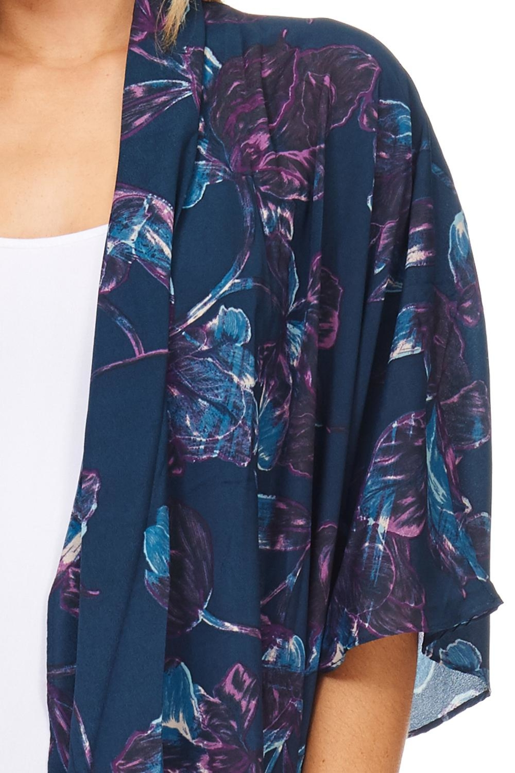 Everly Navy Floral Kimono - Back Cropped Image