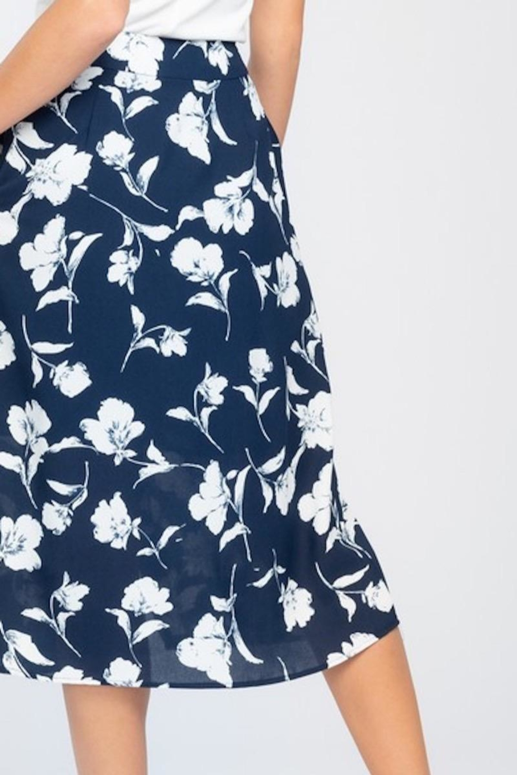 Everly Navy With White Floral Midi Skirt - Side Cropped Image