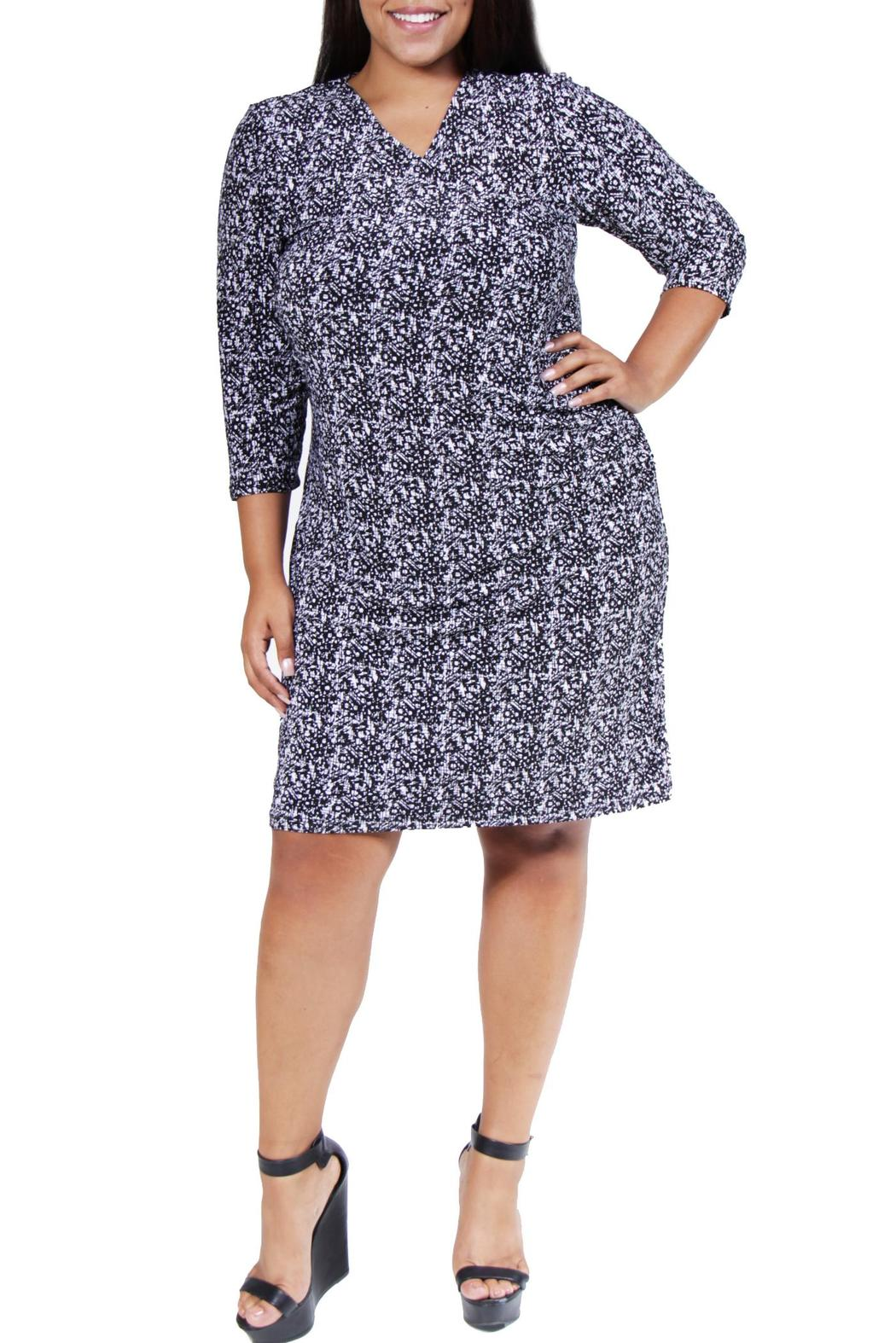 We carry a wide range of quality clothes for today's plus-size woman. Visit our boutique on charming College Avenue in Oakland, California! Shop our current selection of hard-to-find contemporary styles, put together unique looks, and enjoy our excellent personal service.
