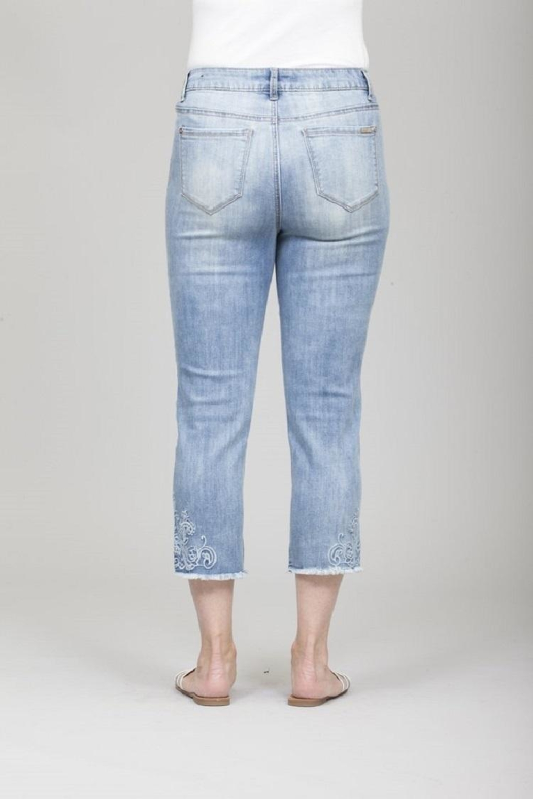 GG Jeans Faded Embroidery Capri - Side Cropped Image