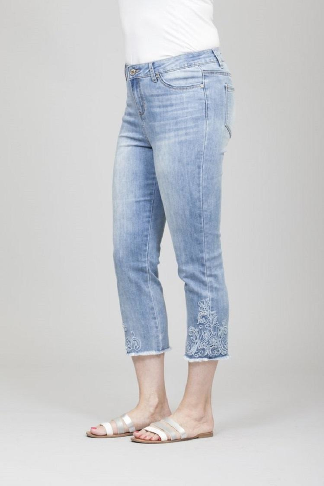 GG Jeans Faded Embroidery Capri - Front Full Image