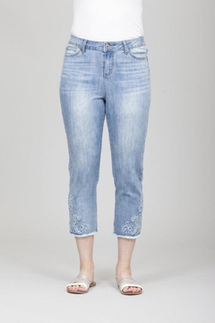GG Jeans Faded Embroidery Capri - Product List Image