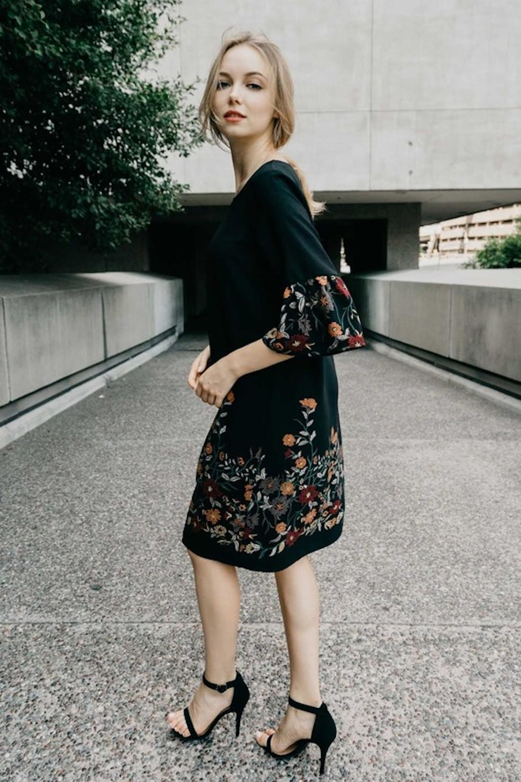 Les Amis Fall Dress Perfection - Side Cropped Image