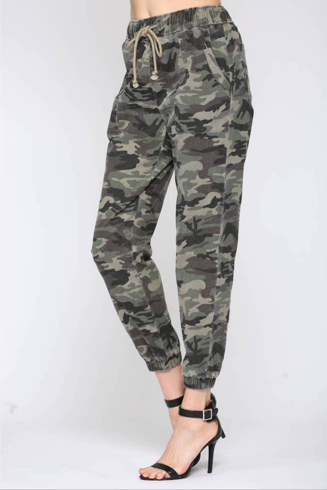 Fate Washed Camo Pant - Side Cropped Image