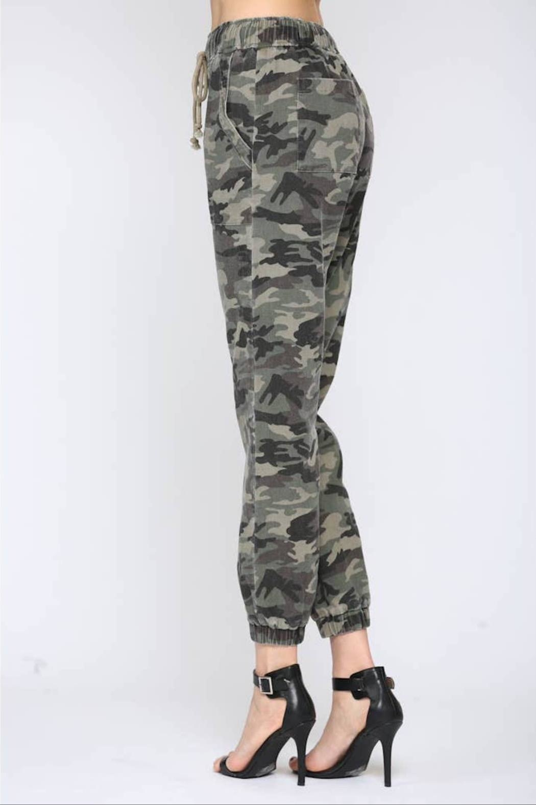 Fate Washed Camo Pant - Back Cropped Image