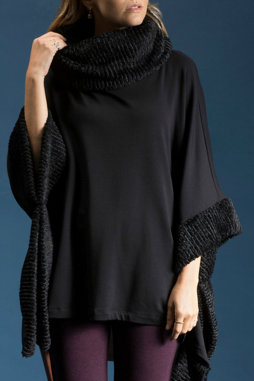 CAPOTE Faux Fur Poncho - Front Cropped Image