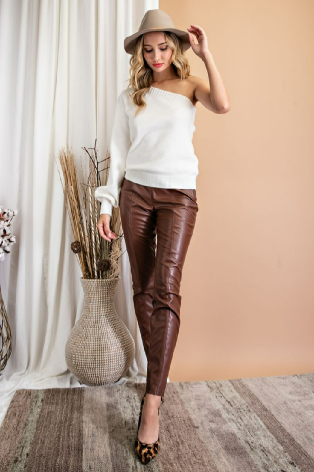eesome Faux Leather Skinny Pants - Side Cropped Image
