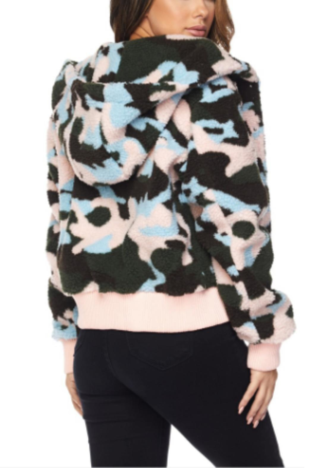 Hot & Delicious Faux-Sherpa Camo Jacket - Side Cropped Image