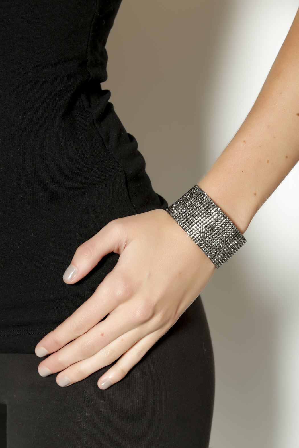 KTCollection Long Gunmetal Cuff - Back Cropped Image