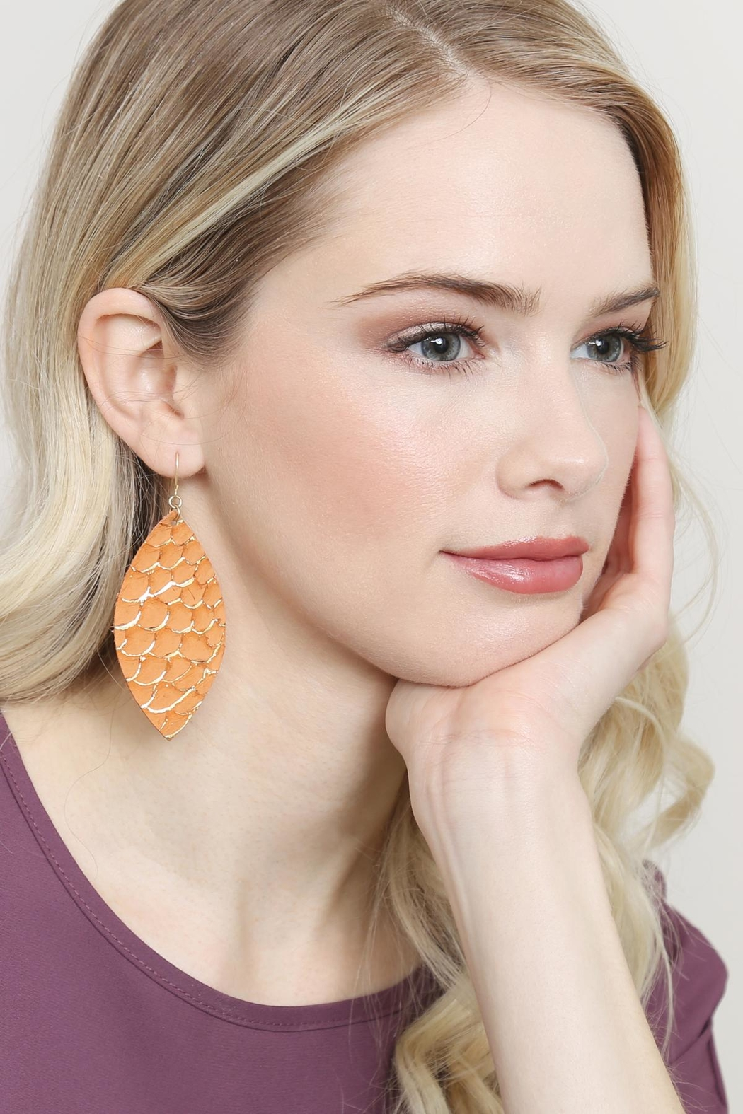 Riah Fashion Fish-Scale Marquiseleather Drop-Earrings - Side Cropped Image