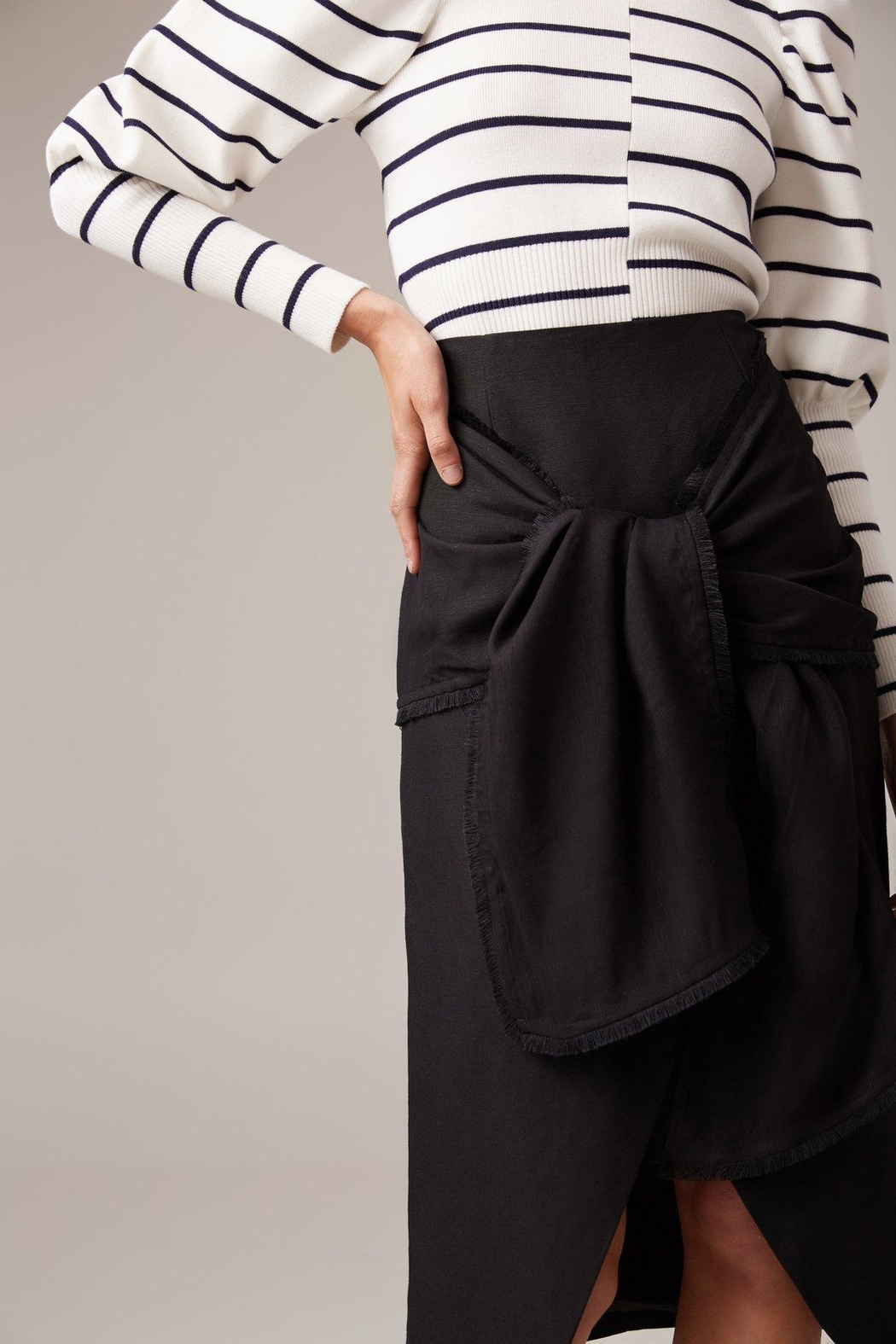 C/MEO COLLECTIVE Fitted Linen Skirt - Front Cropped Image