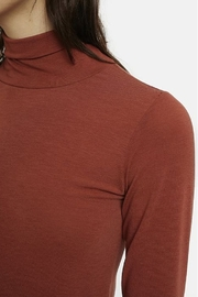 Compania Fantastica Fitted Turtle Neck - Side cropped