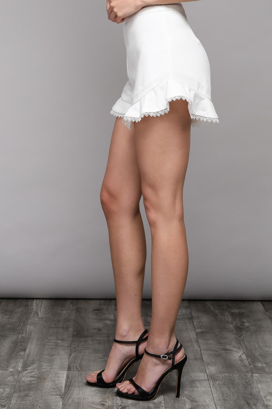 Do & Be Flare Frill Shorts - Side Cropped Image
