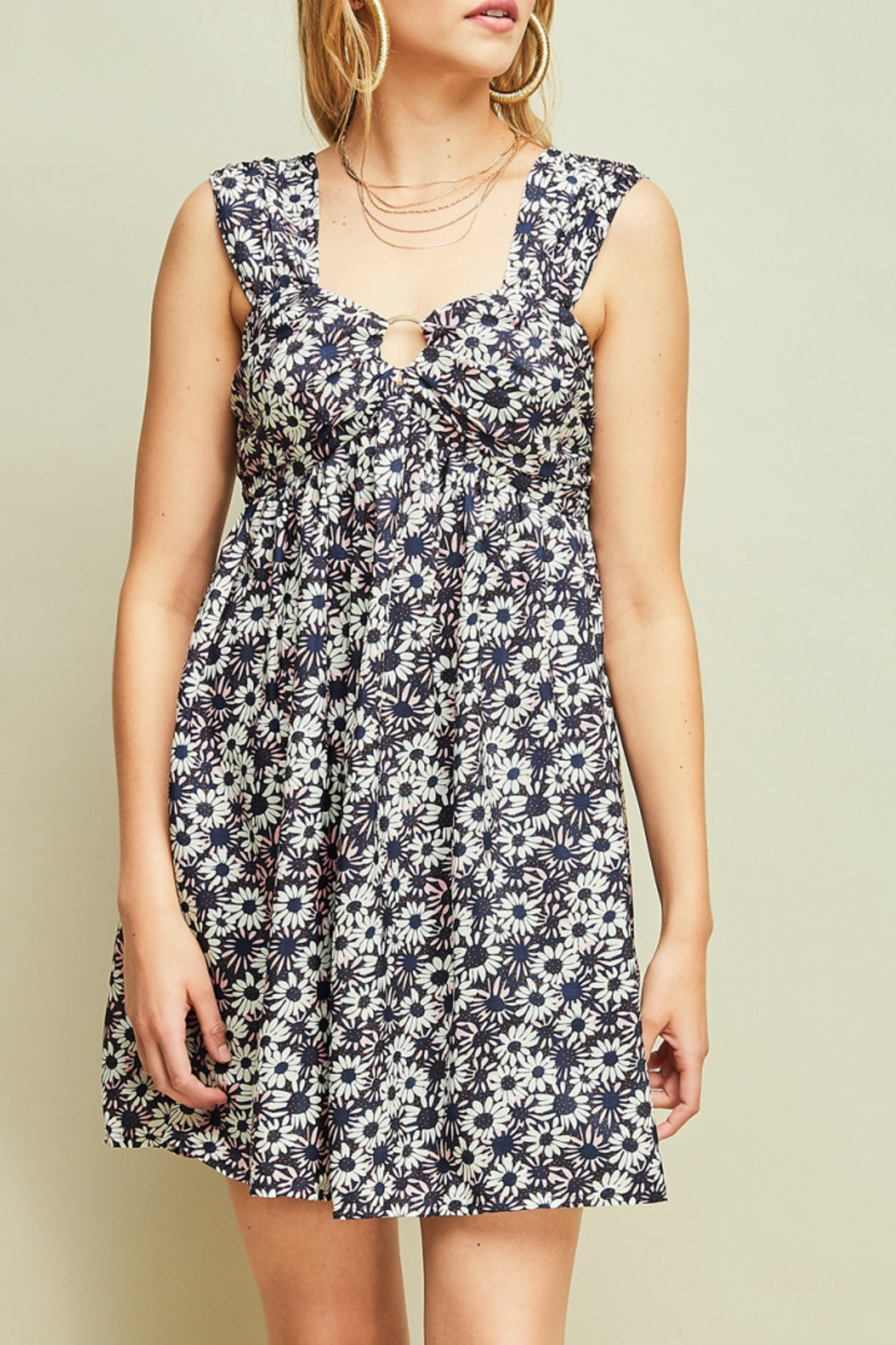 entro  Flirty Floral dress - Front Cropped Image