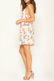 Miss Me Flirty Floral Shift-Dress - Side cropped