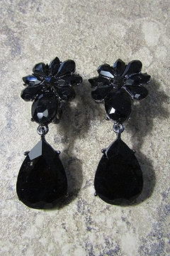 Sophia FLORAL AND TEARDROP BLACK STONE CLIP EARRING - Alternate List Image