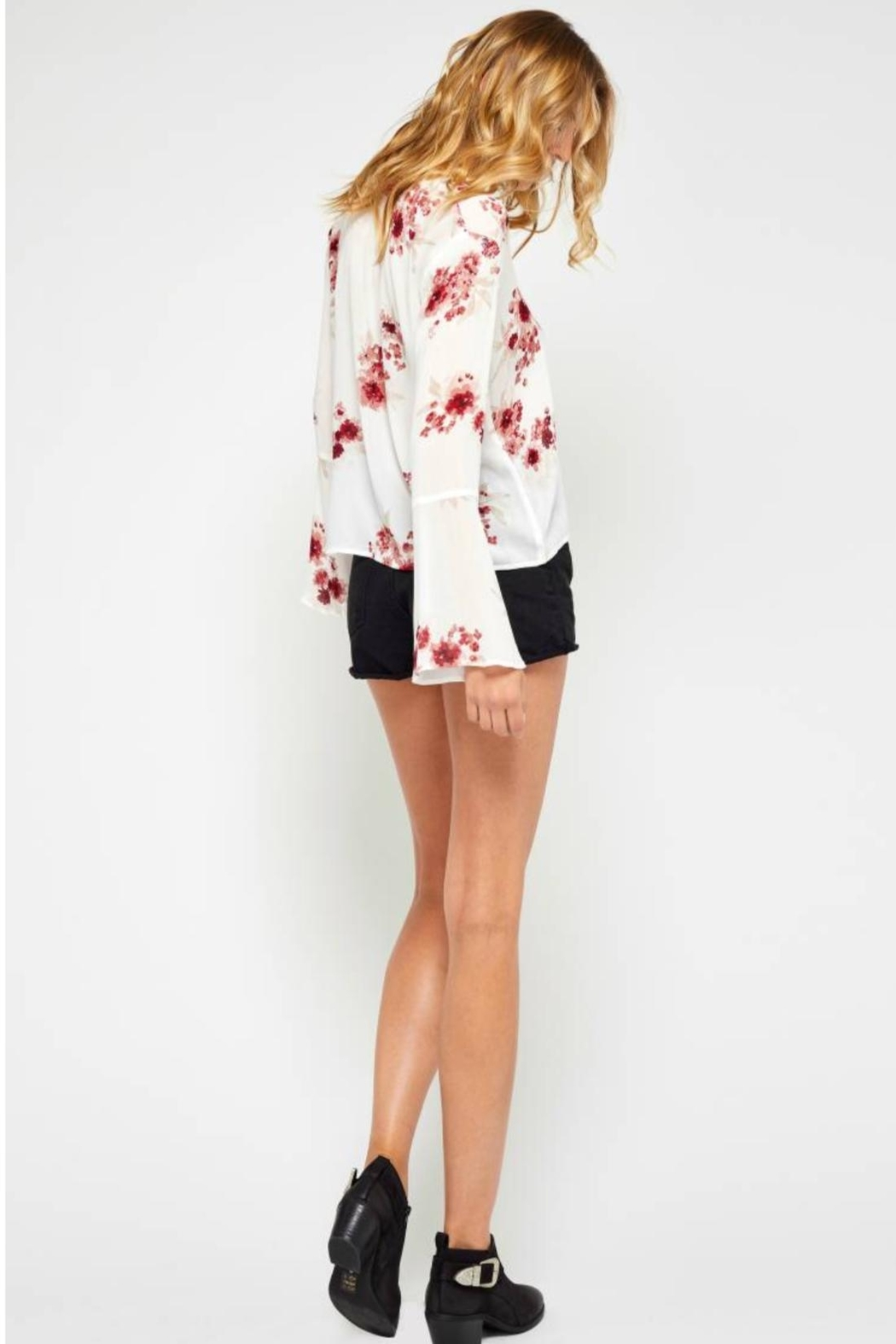 Gentle Fawn Floral Bell Sleeve - Side Cropped Image