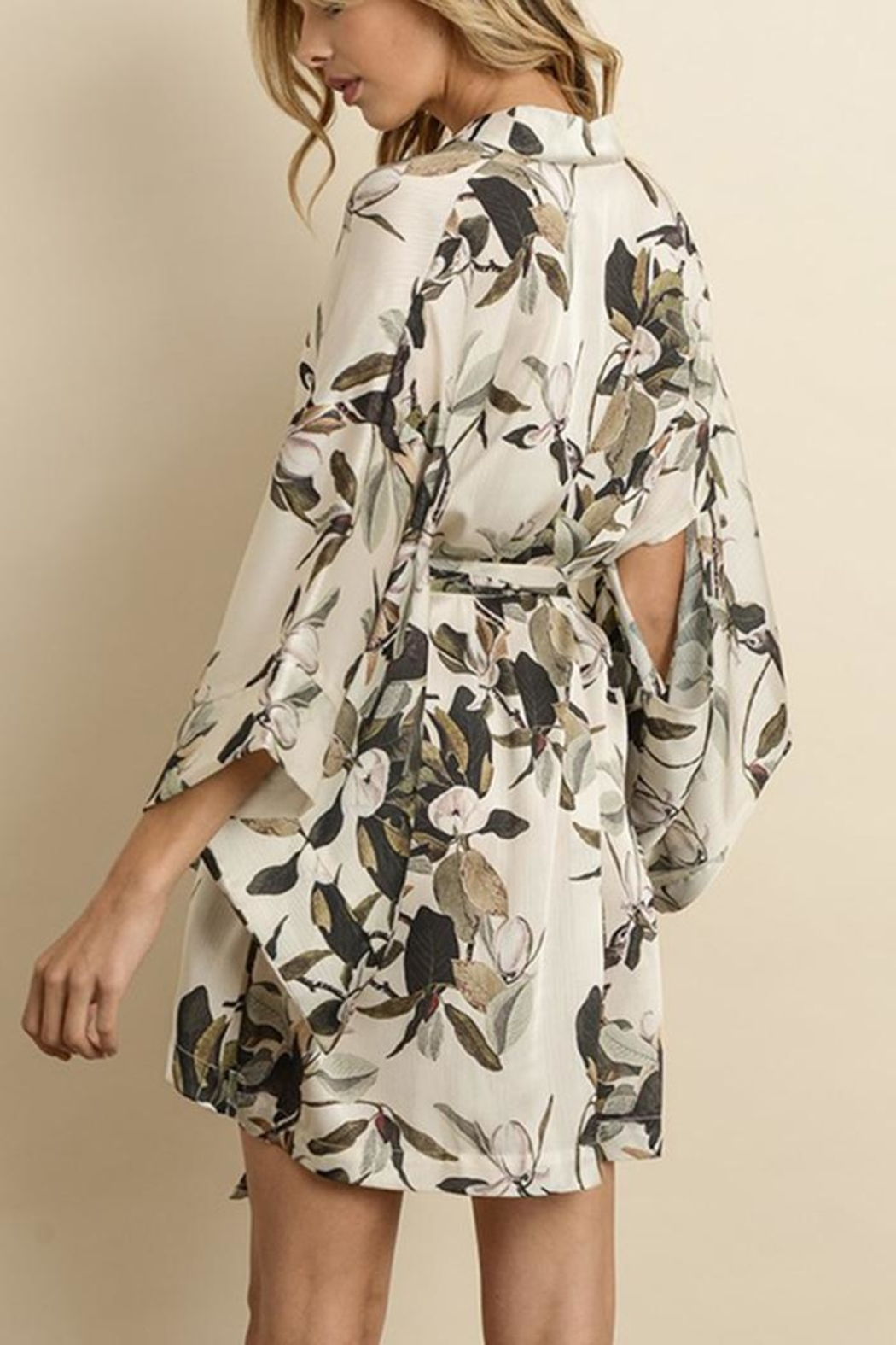 dress forum Floral Kimono Dress - Side Cropped Image