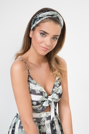 Urban Touch Floral Print Headband - Front cropped