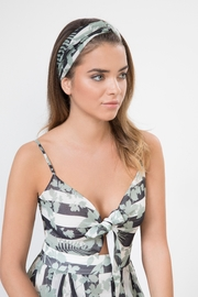 Urban Touch Floral Print Headband - Side cropped