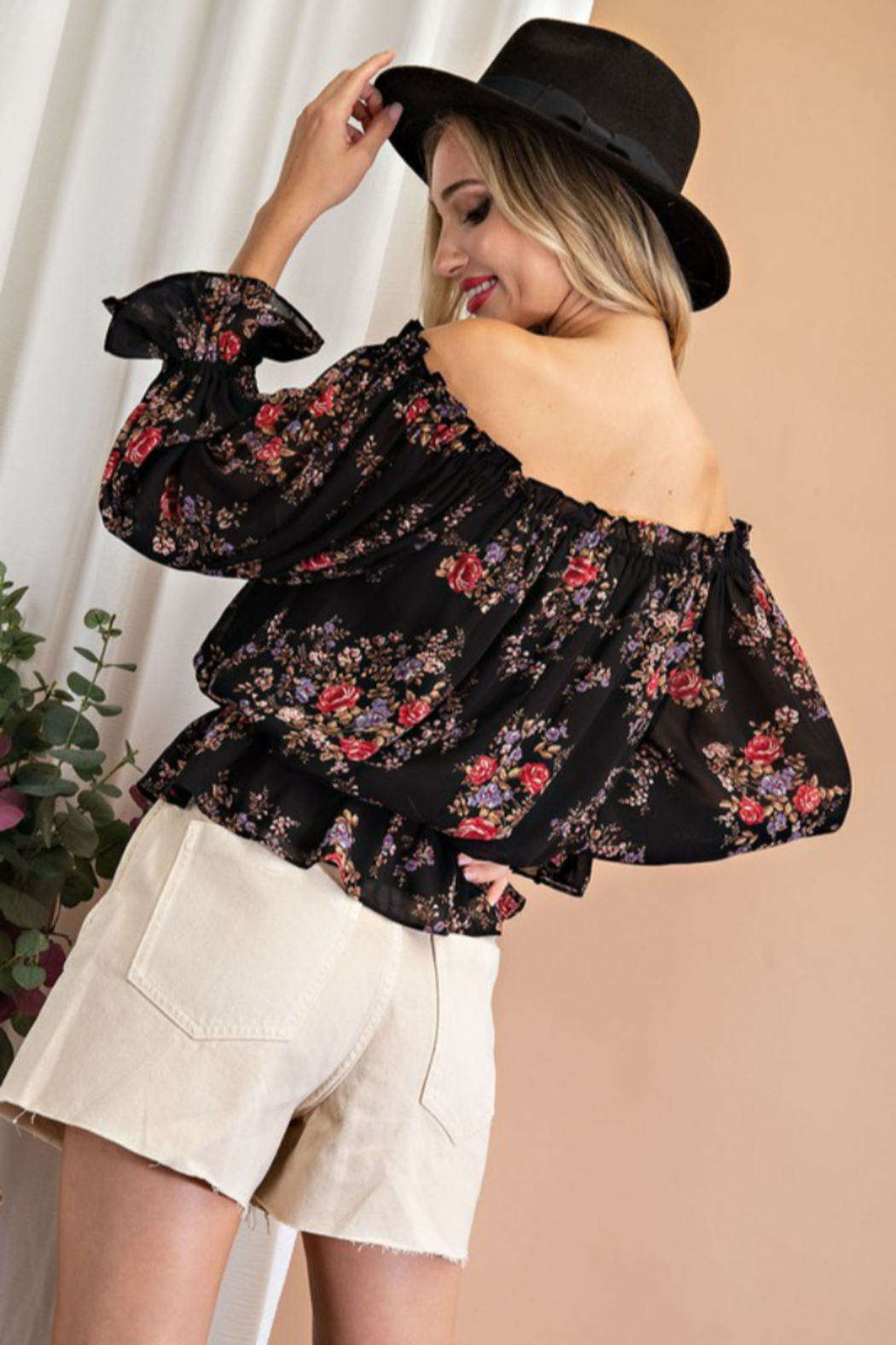 eesome Floral Print Off Shoulder Ruffle Blouse - Side Cropped Image