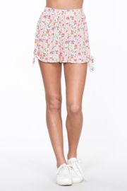 En Creme Floral Print Short - Product Mini Image