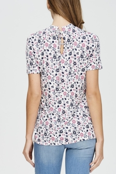 Comme Toi Floral Print Top - Alternate List Image