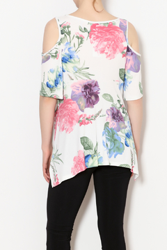 PAPILLON BLANC Floral Sharkbite Top - Alternate List Image