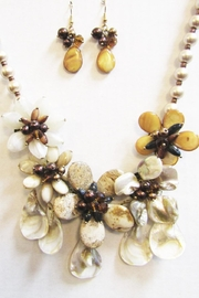 Unbranded Floral Shell Necklace - Product Mini Image