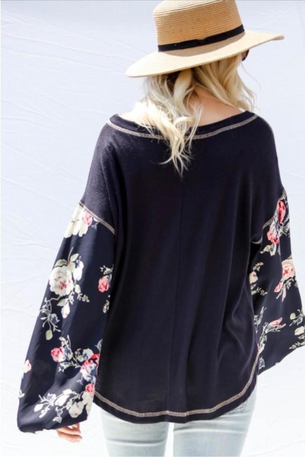 Gifted Floral Sleeve Top - Side Cropped Image