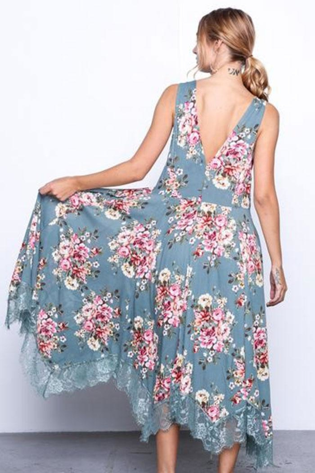 Grade and Gather Flowy Floral Dress - Side Cropped Image
