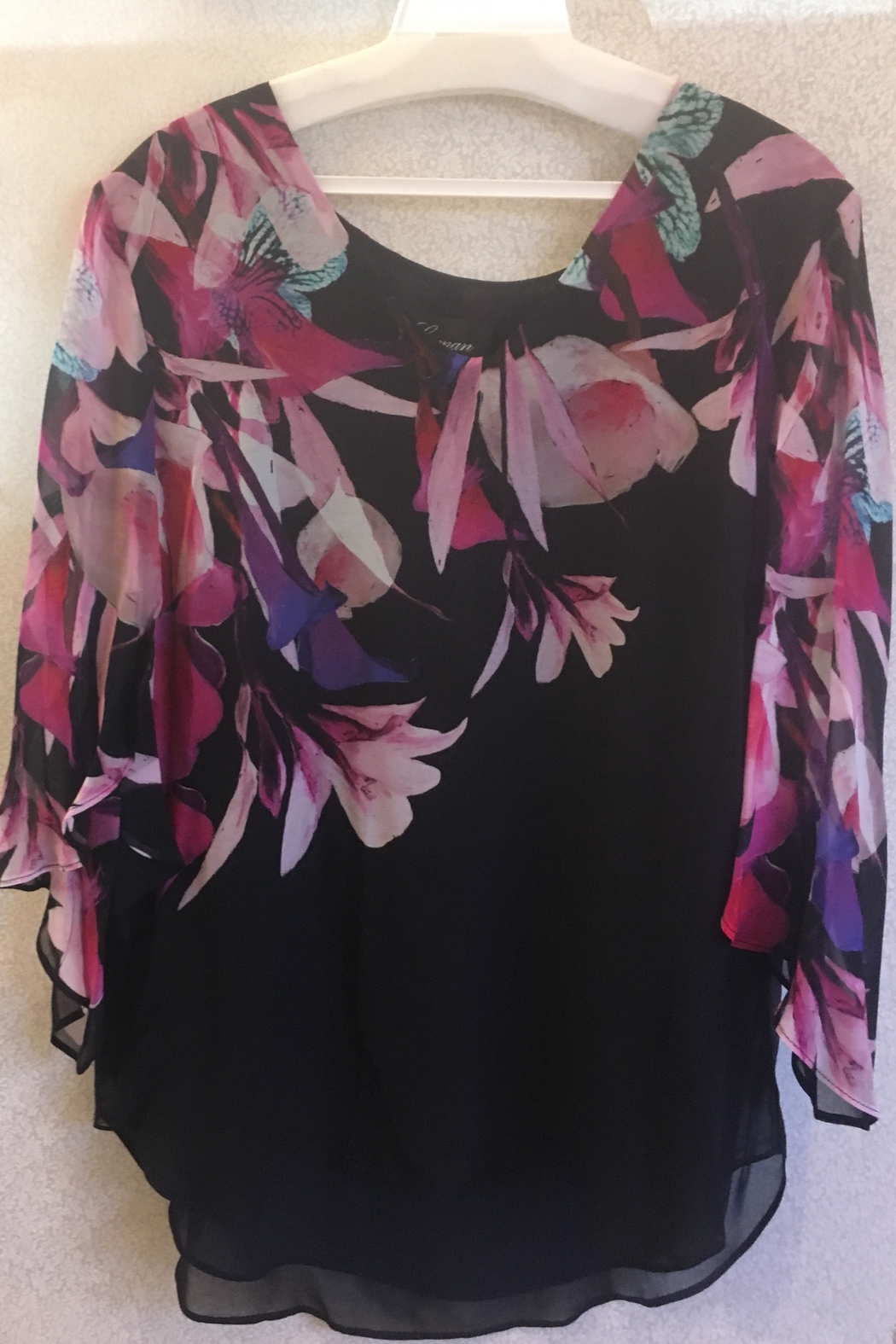 Frank Lyman Flowy floral Top - Front Cropped Image