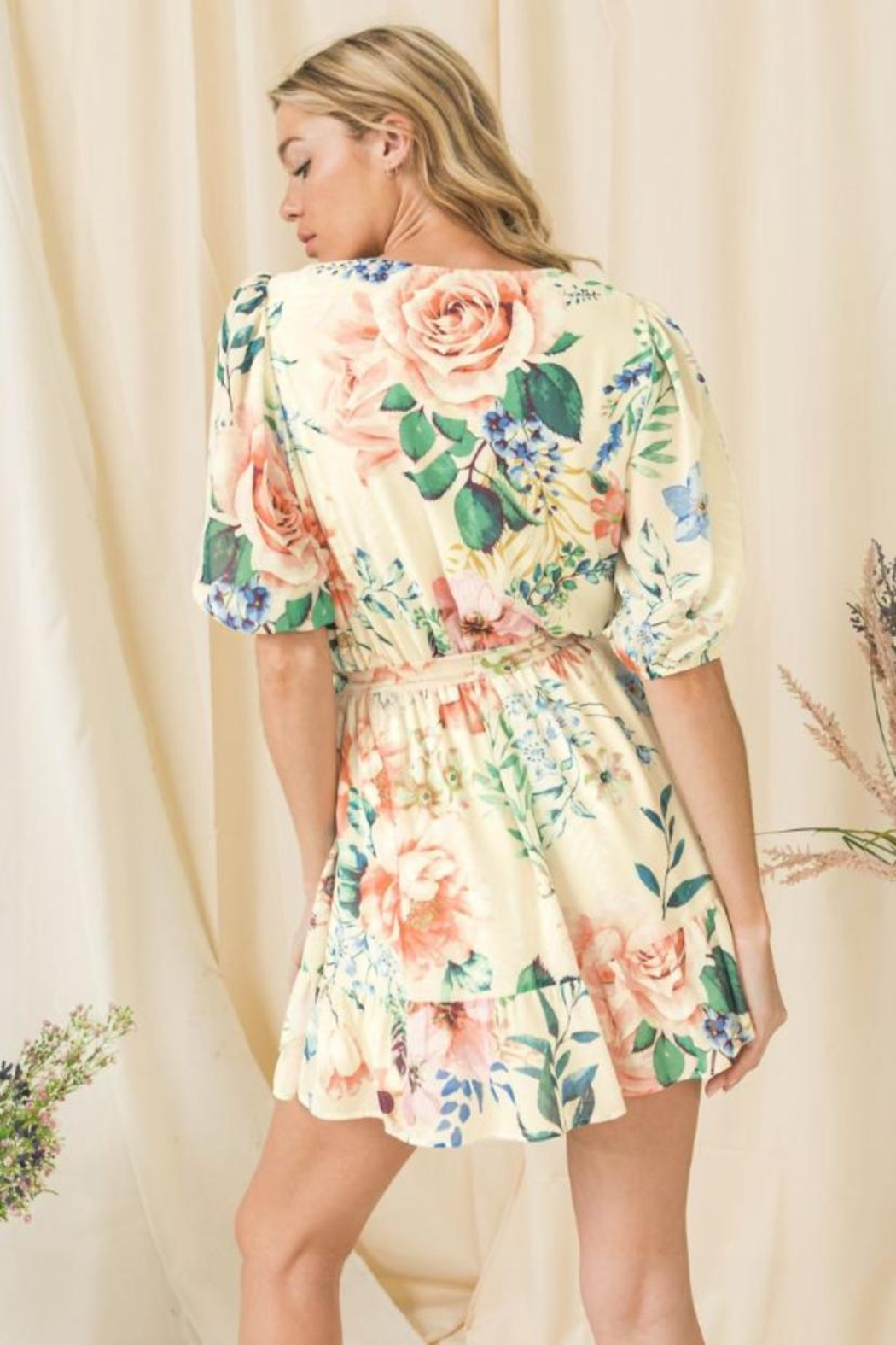 Flying Tomato Floral Puff-Sleeve Romper - Side Cropped Image