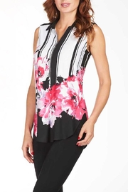 Frank Lyman Fuschia Flower Top - Front cropped