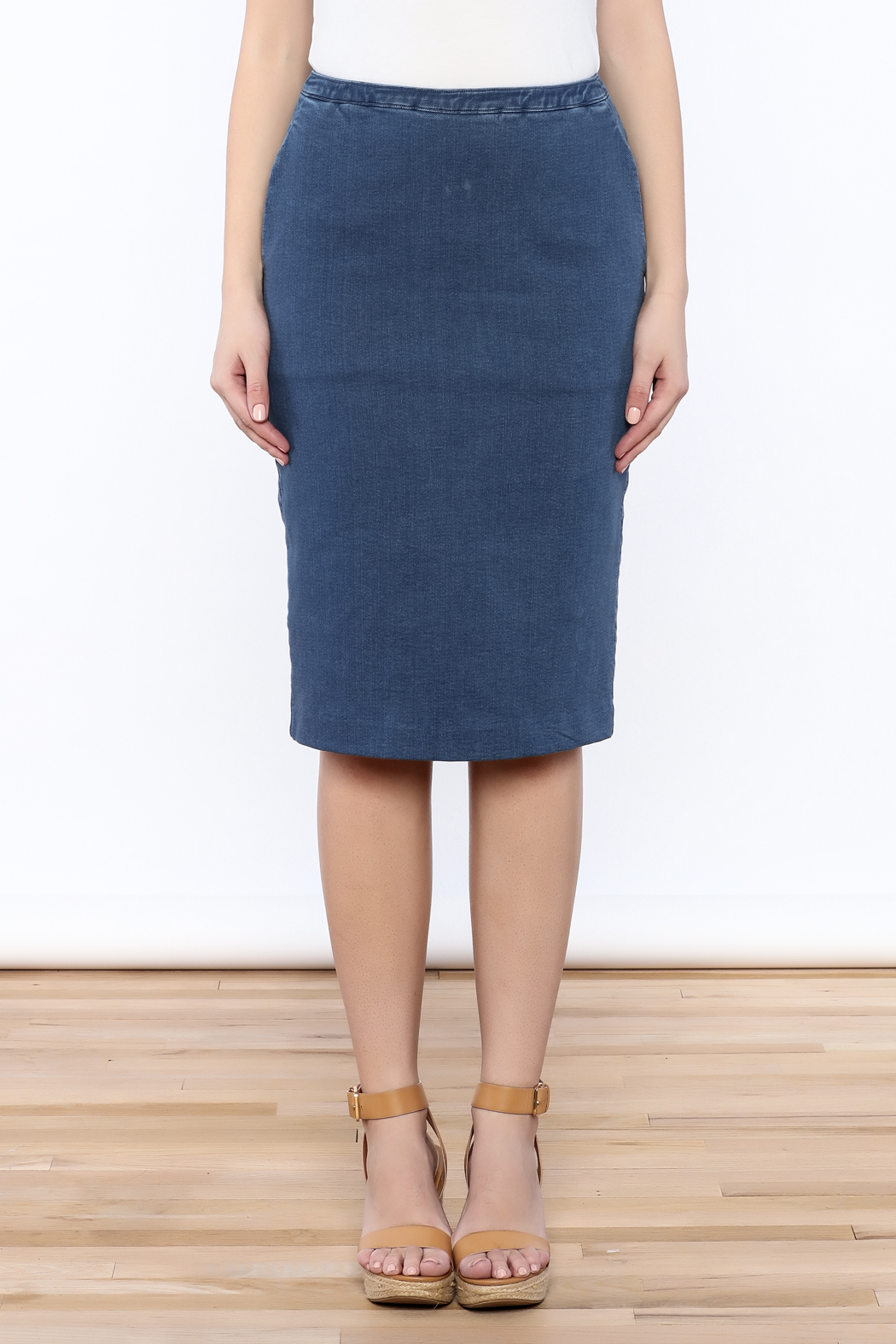 how to wear denim pencil skirt